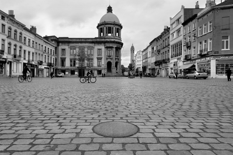 10(03)-A-SQUARE_PERSPECTIVE_PHOTOGRAPHIE_FINAL-01-PRES)-low